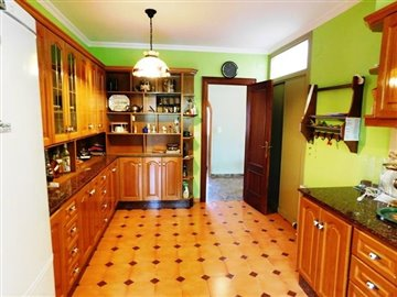 estate-agents-in-denia-kitchen-1