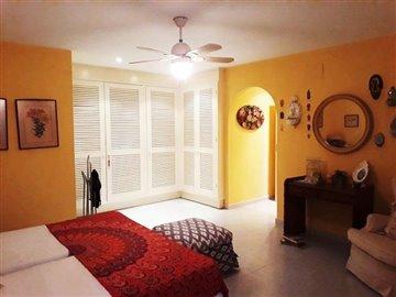 property-for-sale-in-denia-bedroom-1