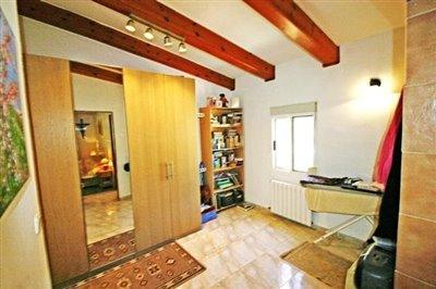 villa-for-sale-in-denia-changing-room