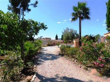 villa-for-sale-in-denia-entrance