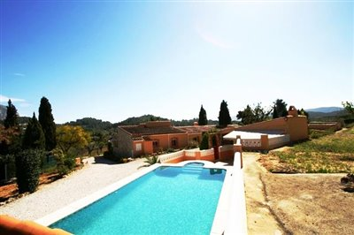 villa-for-sale-in-denia-garden-4