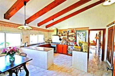 villa-for-sale-in-denia-kitchen-2