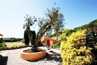 villa-for-sale-in-denia-outside-3
