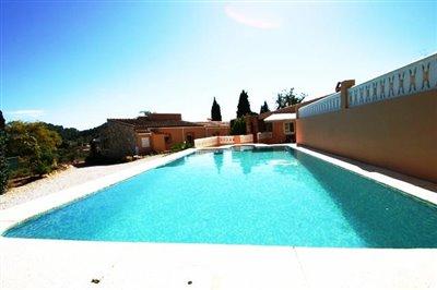 villa-for-sale-in-denia-pool