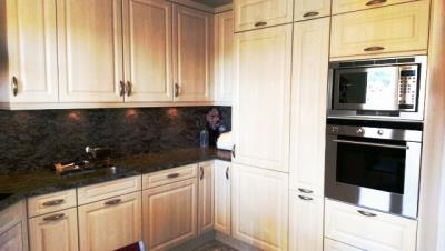 kitchen-with-cabinets