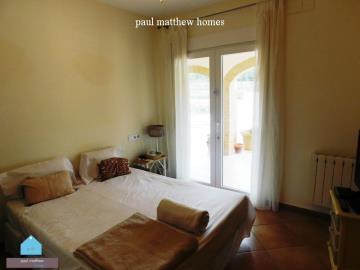 villa-for-sale-in-denia-guest-bedroom