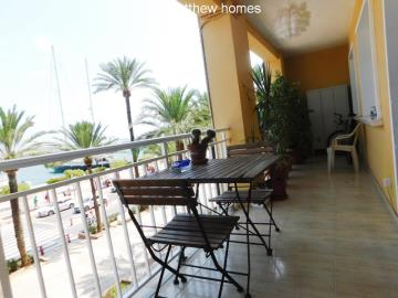 dining-on-a-terrace-in-denia-port