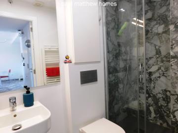 modern-bathroom-in-denia