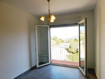 guest-bedroom-of-apartment-for-sale-in-denia