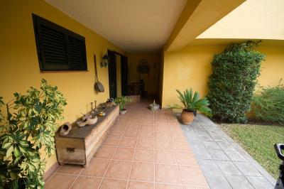 4798-V_1_1_Apartment-entrance