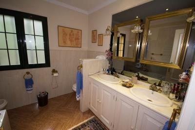4798-V_1_2_Bathroom--2-