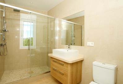 4683-V_1_4_Bathroom-2