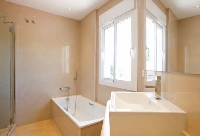 4683-V_1_3_Bathroom-1