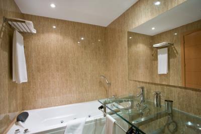 4448-AP_1_9_Bathroom-1