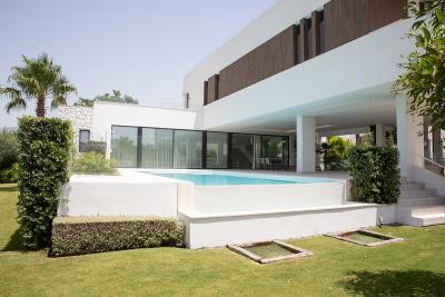 4-4-piscina-jardin