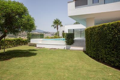 4-4-jardin-piscina