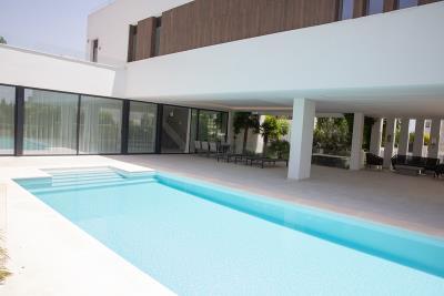 4-4-piscina-y-terraza