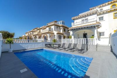 1482_1918-townhouse-with-private-pool-in-lomas-de-cabo-roig-21