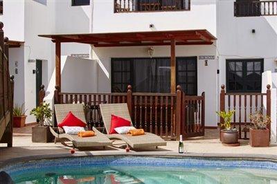 casamargarita-sunbeds-by-pool-e1530188166804