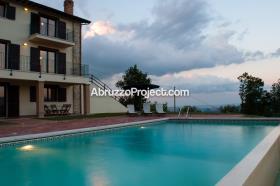 Image No.13-7 Bed Villa / Detached for sale