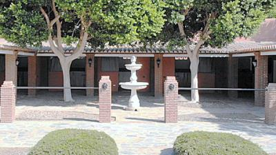 stables-courtyard2