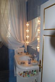 blue-bathroom