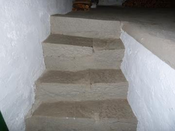 Castricani-steps-in-detached-cantina