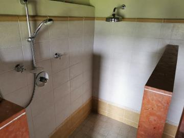 shower-in-the-lavanderia