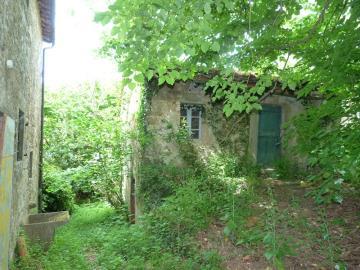 nice-barn-behind-the-house