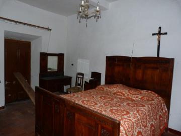 side-bedroom