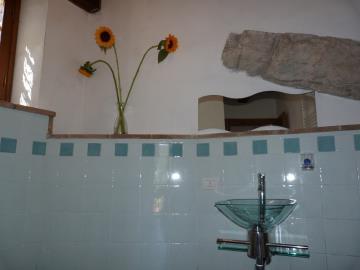 Casa-Caterina-guest-bathroom