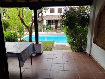Terrace-to-pool