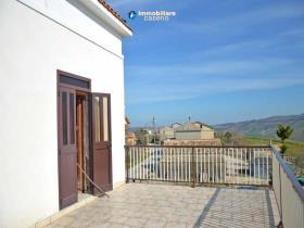 Image No.0-Maison de campagne de 3 chambres à vendre à Atessa