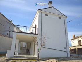 Image No.1-Maison de campagne de 3 chambres à vendre à Atessa