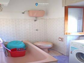 Image No.9-Maison de campagne de 3 chambres à vendre à Atessa