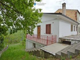Image No.0-Maison de campagne de 2 chambres à vendre à Torrebruna