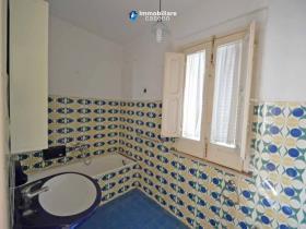 Image No.3-Maison de campagne de 3 chambres à vendre à Scerni