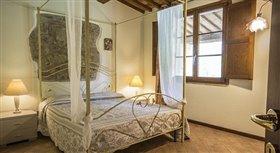 Image No.2-Propriété de 12 chambres à vendre à Volterra