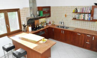 Kitchen-with-Breakfast-Bar