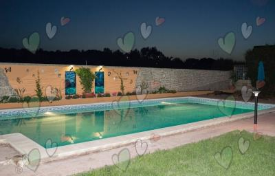 m_201304-227-the-pool-at-night