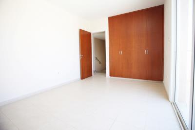 16_bedroom2