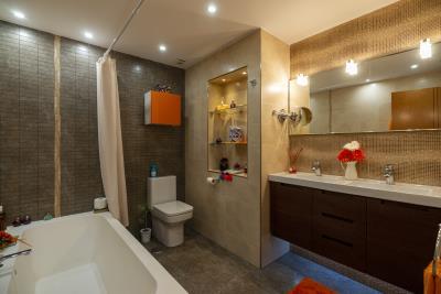 1Mariners-Bathroom