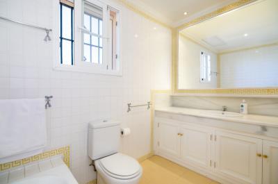 Bathroom-suite-2