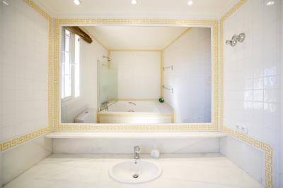 Bathroom-Suite-1-Upper-floor
