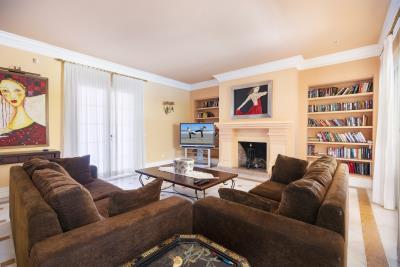 Salon-TV-area