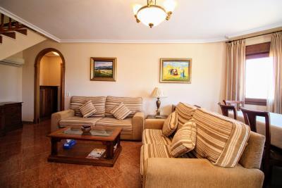 Stunning-3-Bedroom-2-Bath-Los-Altos-Detached-Villa_02