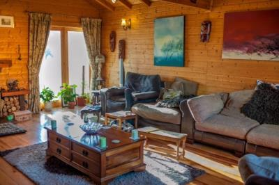 living-room-wood