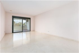 Image No.22-3 Bed Apartment for sale