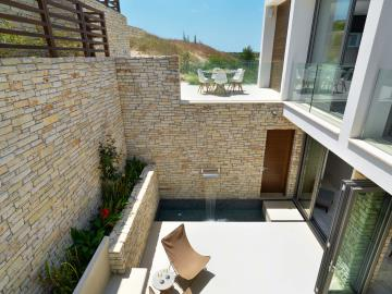 Minthis_photo_Amalthia_courtyard