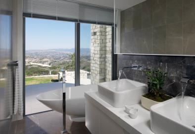 Minthis_photo_Artemis_bathroom